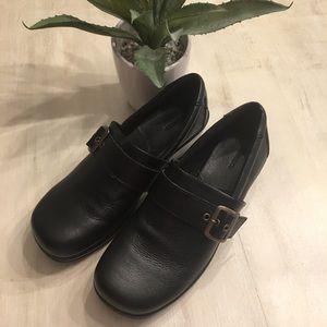Bass leather clogs. Excellent condition. Size 9M